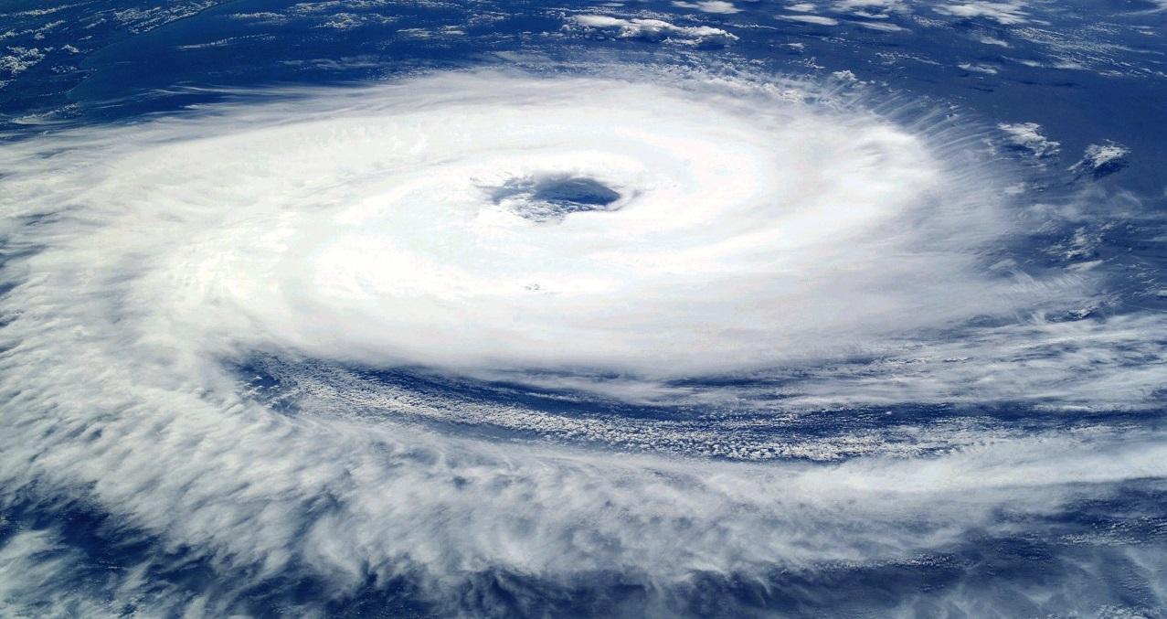 Encyclopédie environnement - cyclones tropicaux - couverture