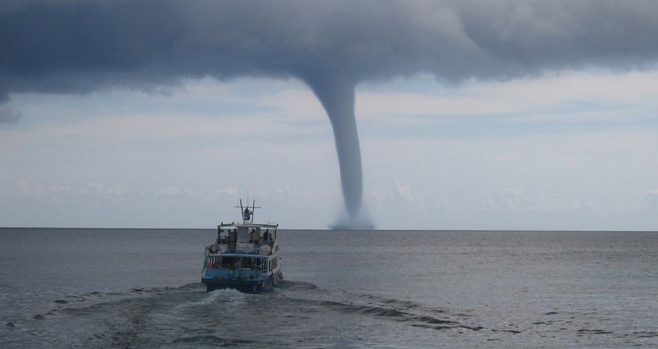 Encyclopédie environnement - tornades - couverture