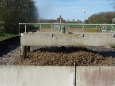 bassin boue - boue - boues - station epuration - agitateur mecanique - activated sludge tank