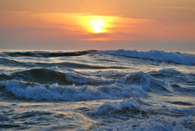 mer ocean vague coucher soleil