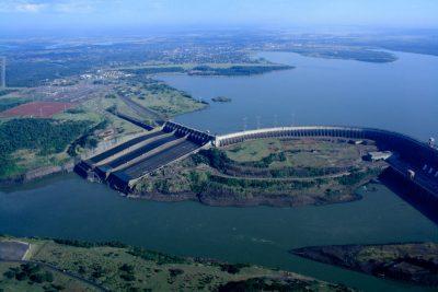 Centrale hydroélectrique Itaipu